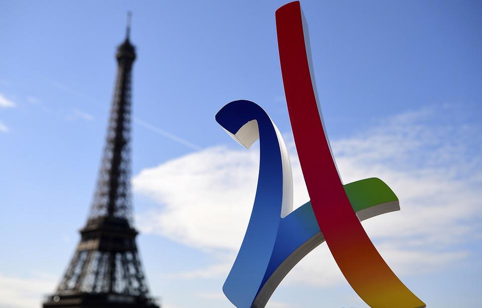 Logo Paris 2024 JO Devant Tour Eiffel