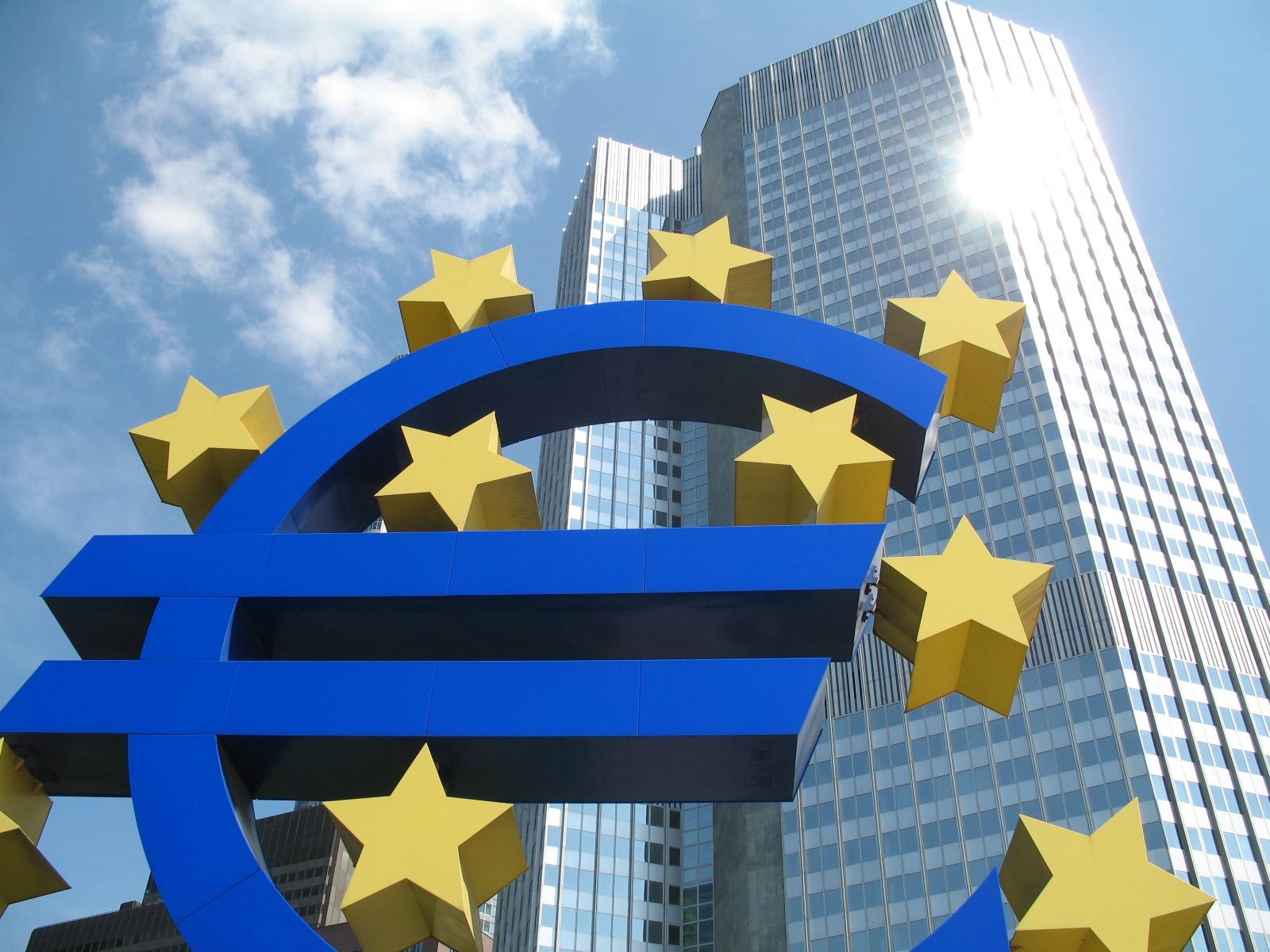 Comment Notre Président, Son Gouvernement Et Sa Majorité Construisent L'Europe Economique